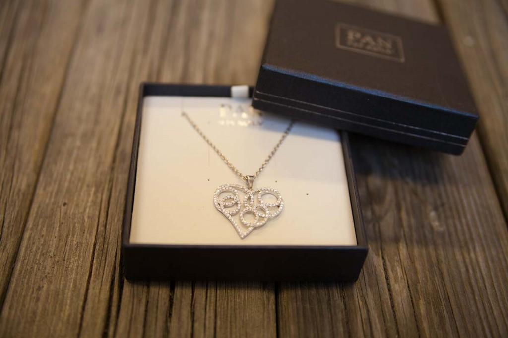 skien-by-be-my-valentine-smykke-med-hjerteanheng