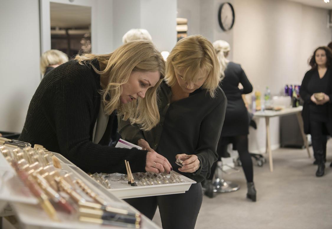 Bilde av Bøllen & Blondinen som viser frem smink