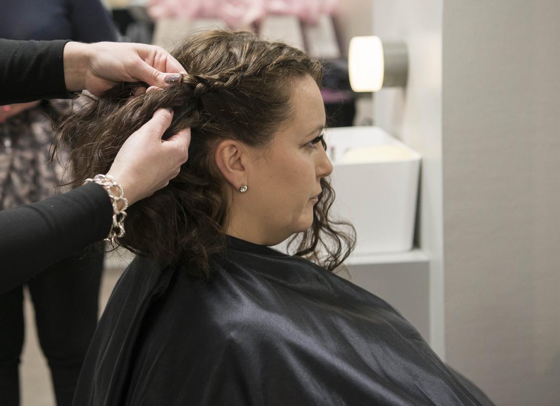 Bilde av Bøllen & Blondinen som ordner hår