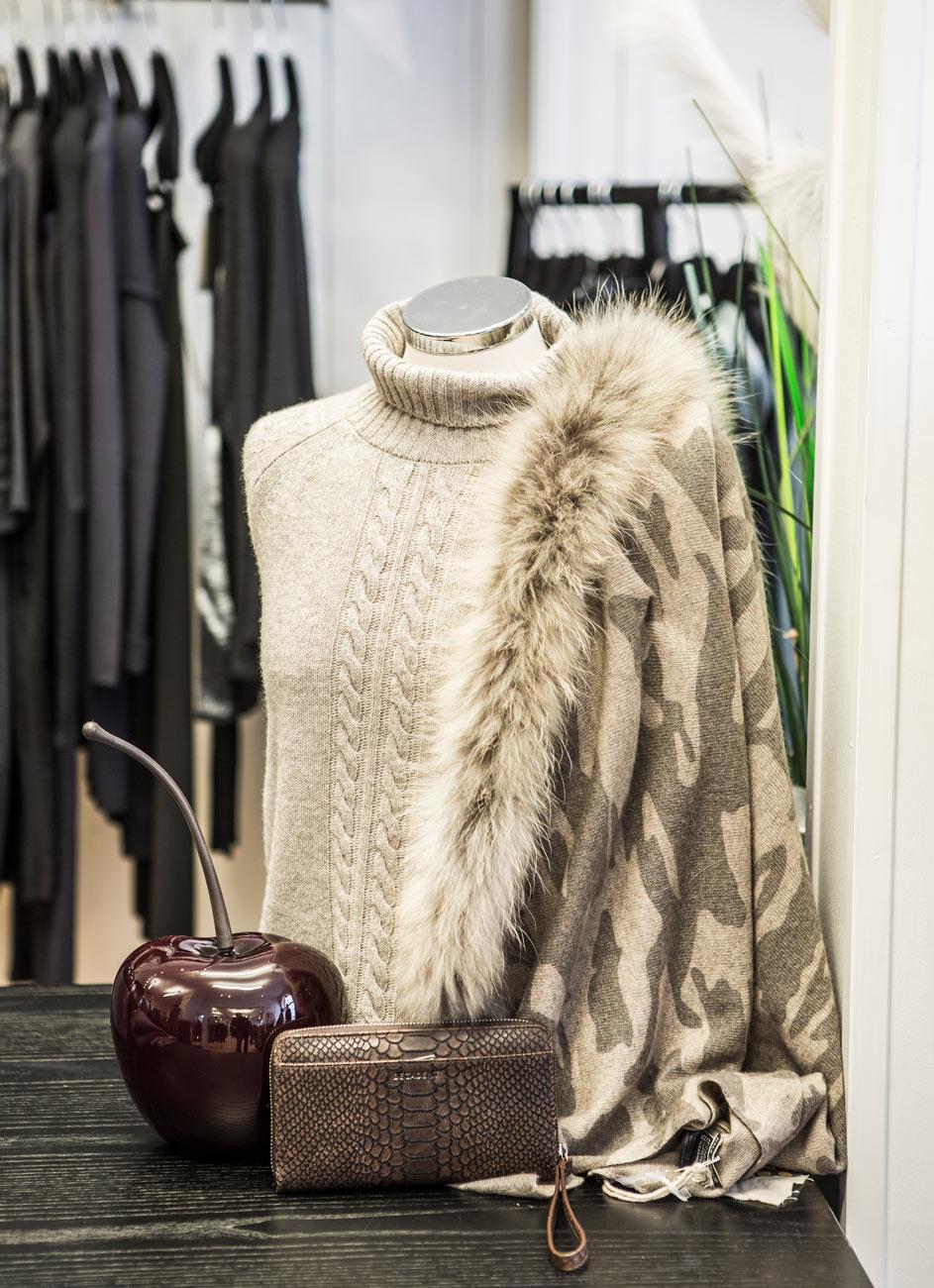 skien-by-prikken-over-genser-sjal