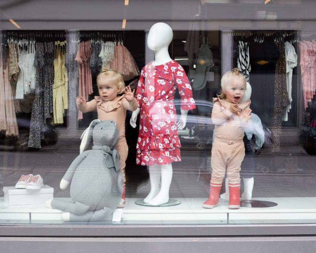 kids copenhagen lone -barn i vindu butikk